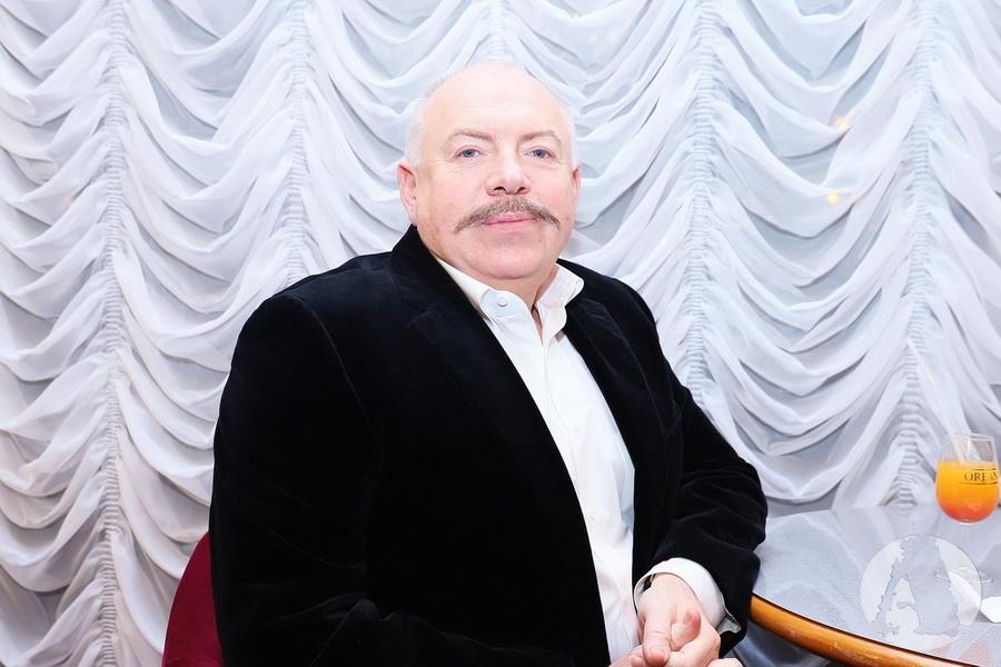 Святослав Пискун в ожидании концерта Ассии Ахат фото