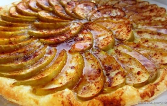 Рецепт пирога с яблоками и корицей