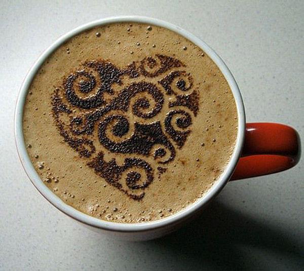 фото чашка латте с сердечком