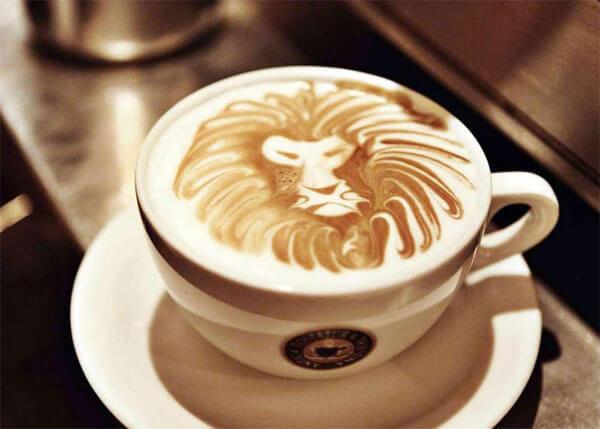 латте с рисунком льва фото