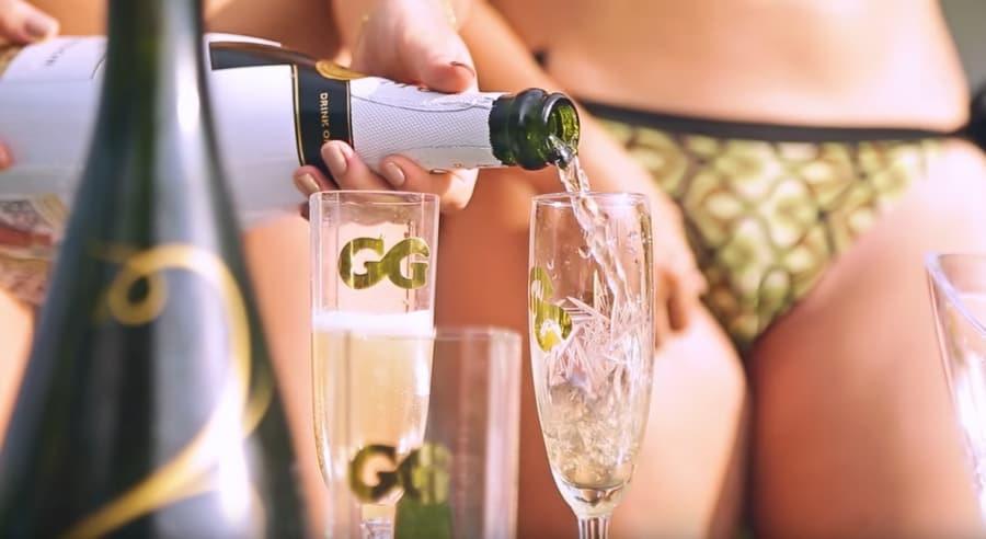 Бокал шампанского перед сексом