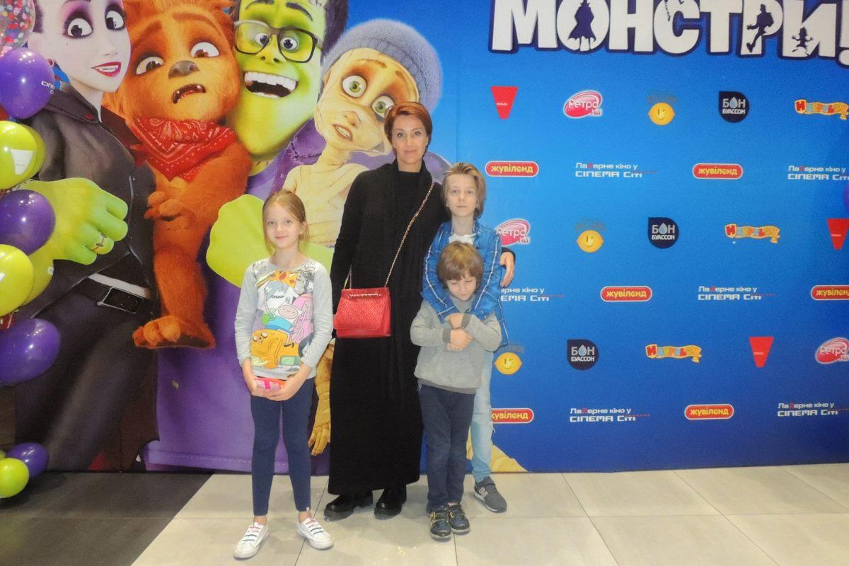 Снежана Егорова с семьей на премьере мультфильма «МЫ — МОНСТРЫ»