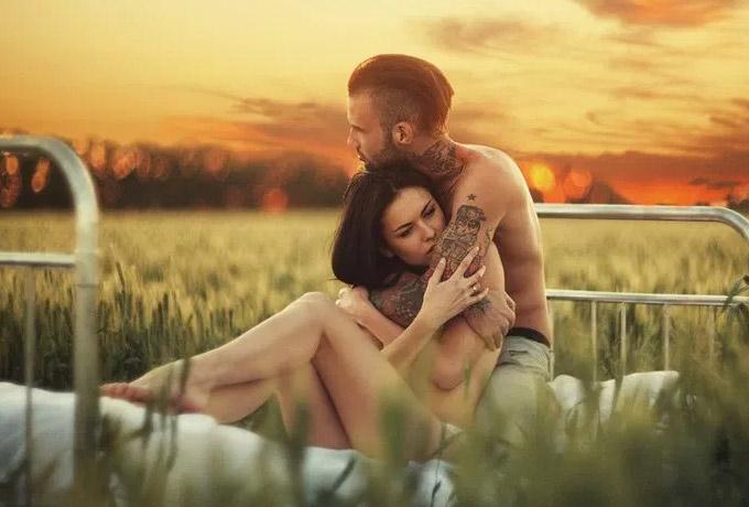 Секс в постели музшины и женшины показ видео