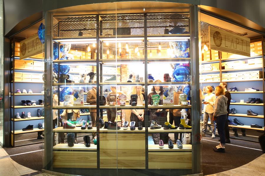 Магазин модной обуви бренда L.A.P.T.I. в Ocean Plaza