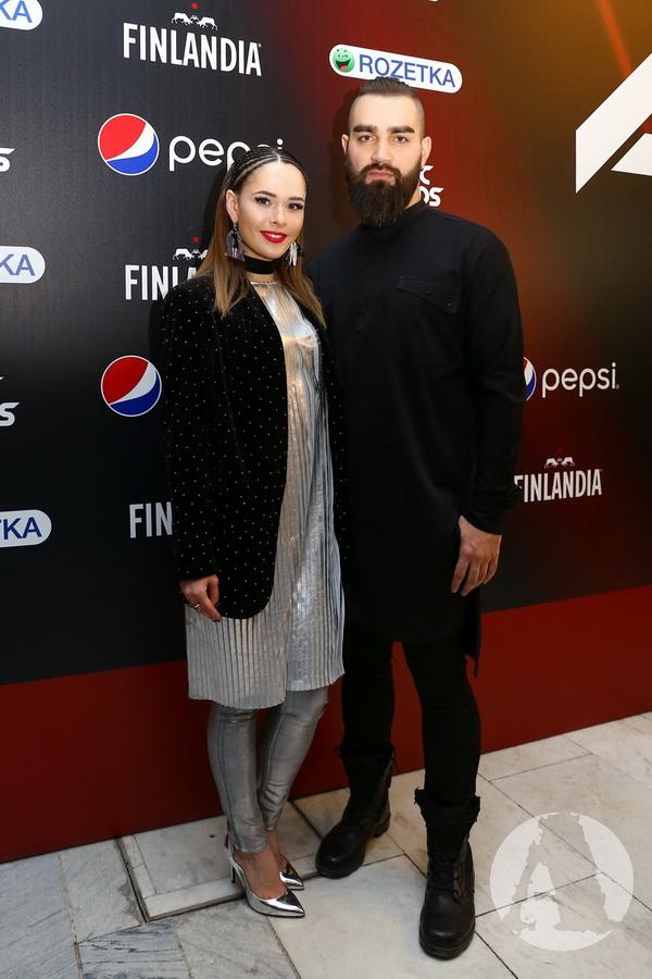 Юлия Санина и Валерий Бебко на красной дорожке м1 фото
