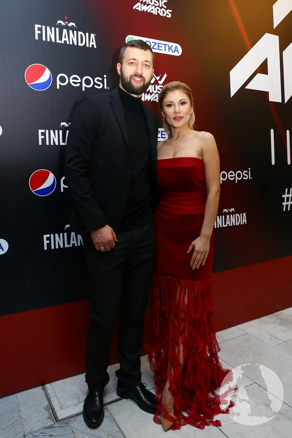 Тамерлан и Алена Омаргалиева на красной дорожке