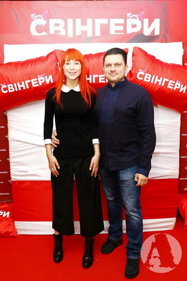 """светлана тарабарова с мужем на премьере комедийного фильма """"свингеры"""""""