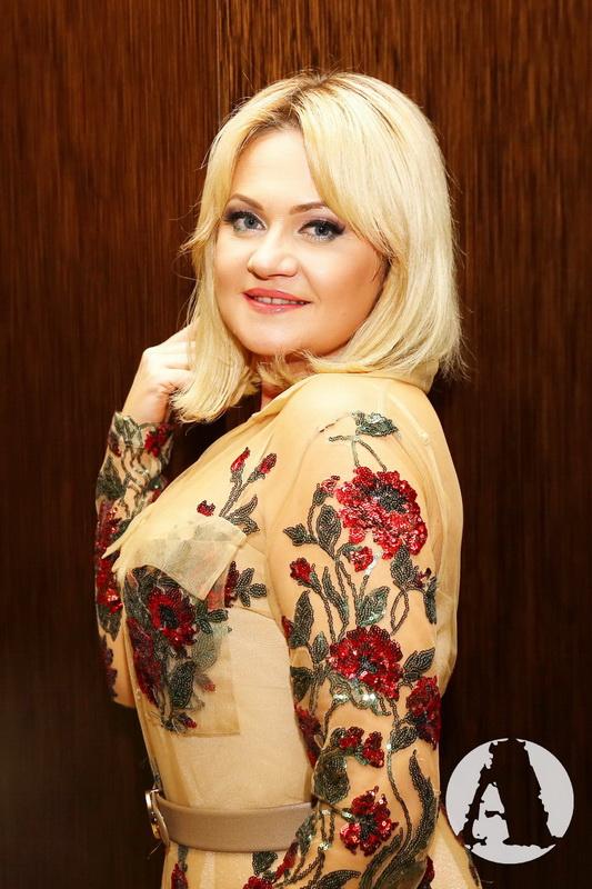 Наталья Бучинская в платье от дизайнера Анны Бабенко