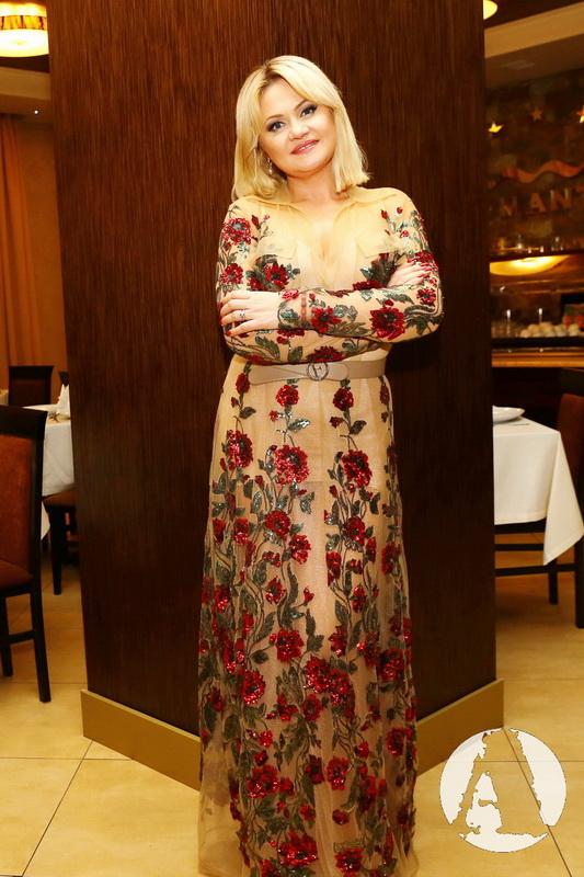 Наталья Бучинская в дизайнерском платье фото