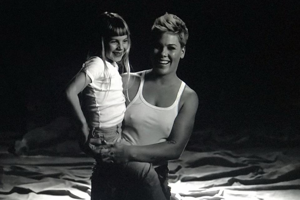 Пинк с дочерью фото