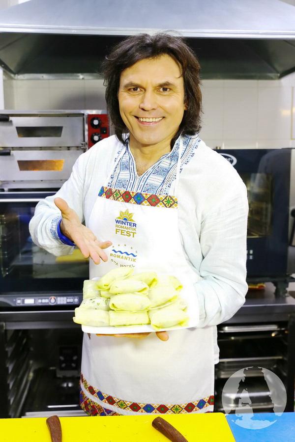 фото Виталий Борисюк готовит голубцы на Святвечер в Романтик Спа Отеле