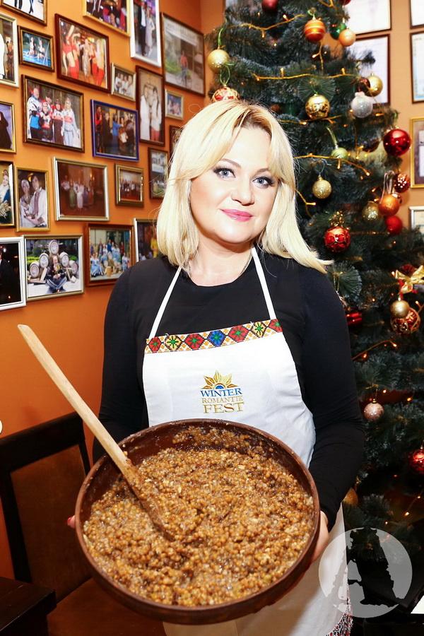 Наталья Бучинская угощает кутей фото