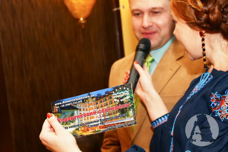 награждение победителя подарочнм сертификатом вRomantik Spa Hotel фото