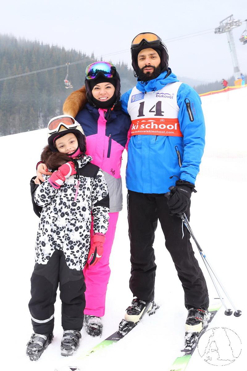 Андрей Кише с семьей катается на лыжах в Буковеле фото