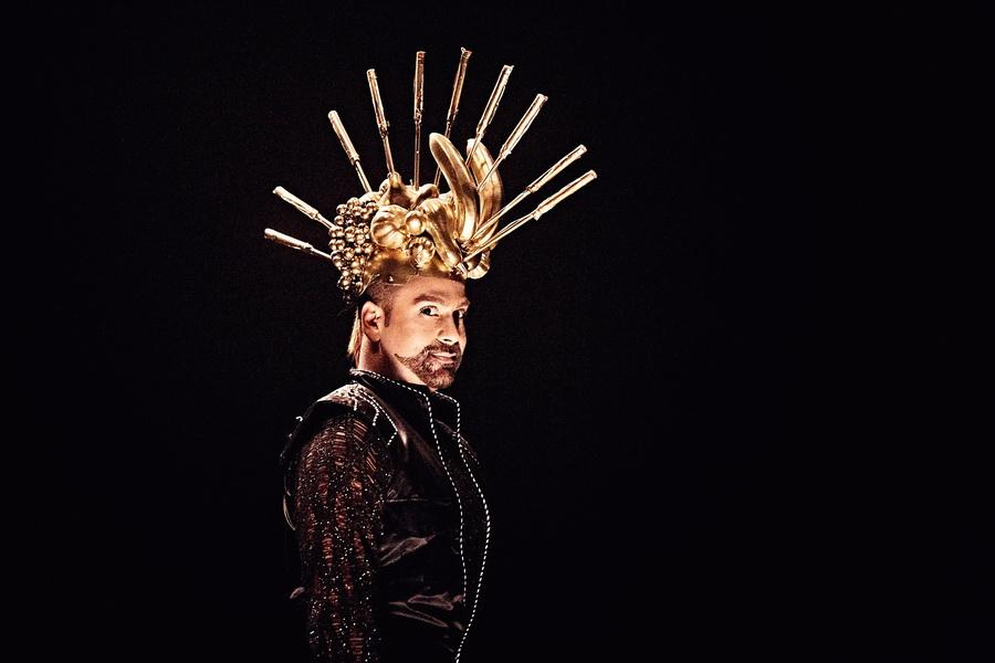 фото Амадор Лопес в мюзикле 20 лет Сaribbean Сlub