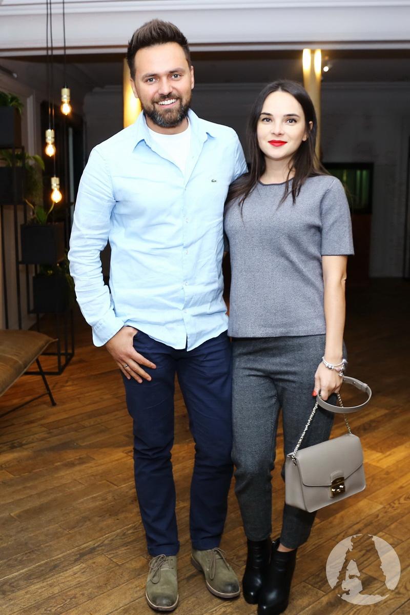 телеведущий Тимур Мирошниченко с женой на вечеринке playboy в ресторане аляска фото