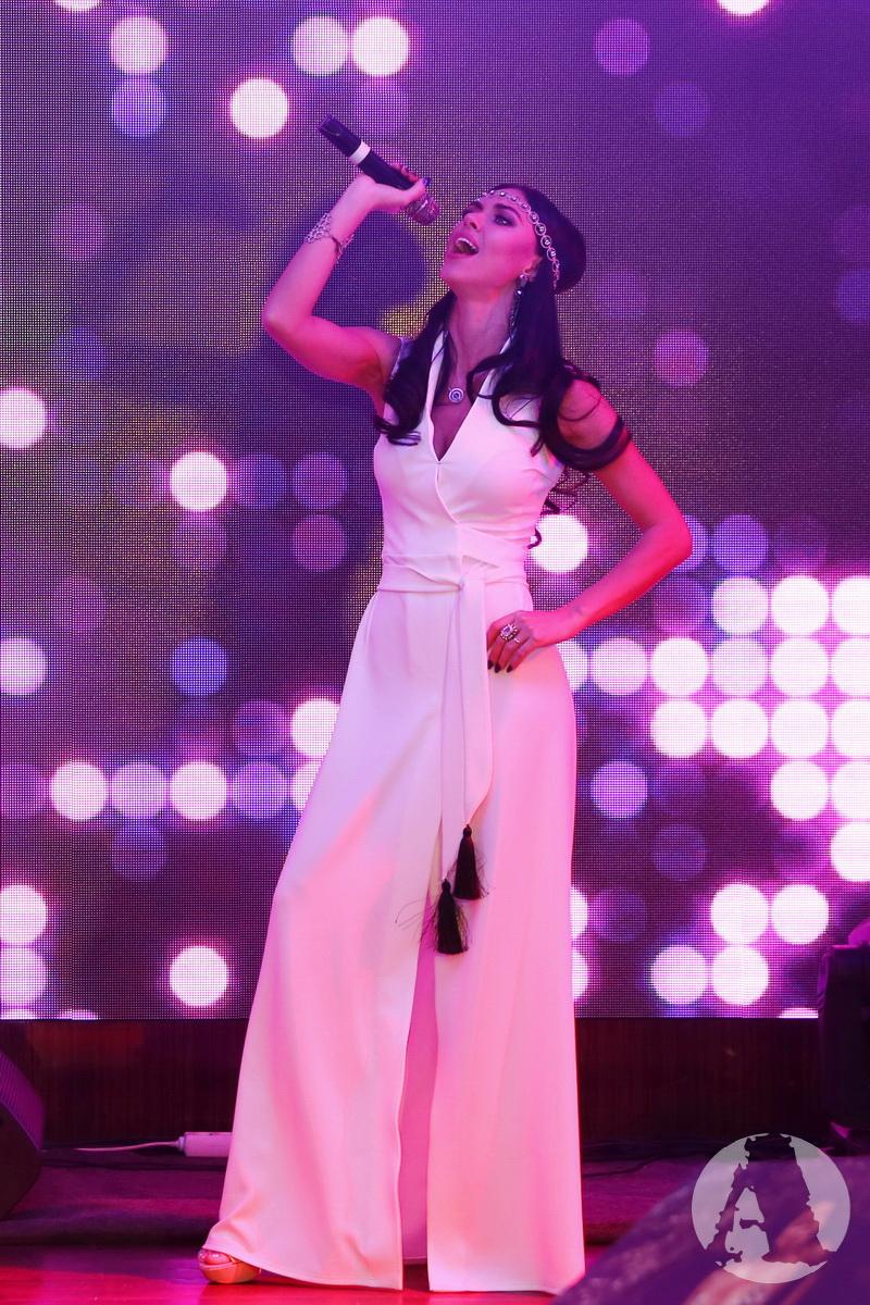 Вика НеАнгелы фото выступления на вечеринке журнала xxl фото