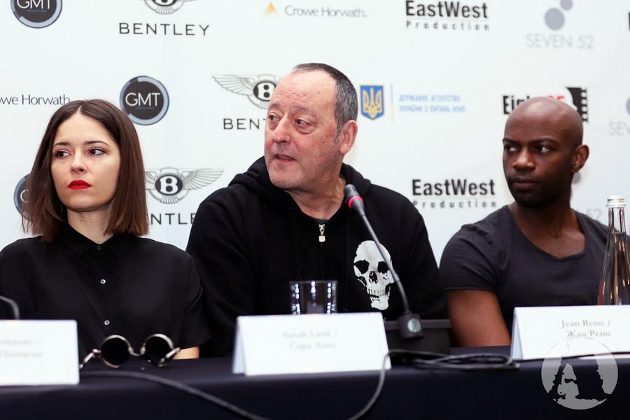 Жан Рено, Жан Рено, Дэвид Гяси и Сара Линд фото на пресс-конференции в Киеве