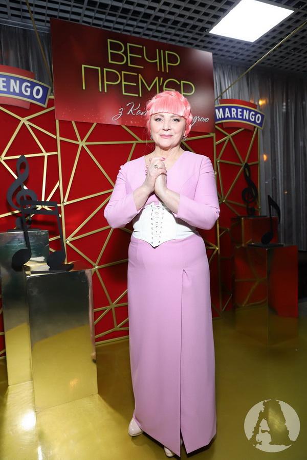 Нина Матвиенко с розовыми волосами на вечере премьер с Катериной Осадчей