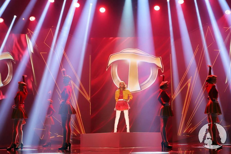 фото с выступления TAYANNA на премии Золотая Жар-птица 2018