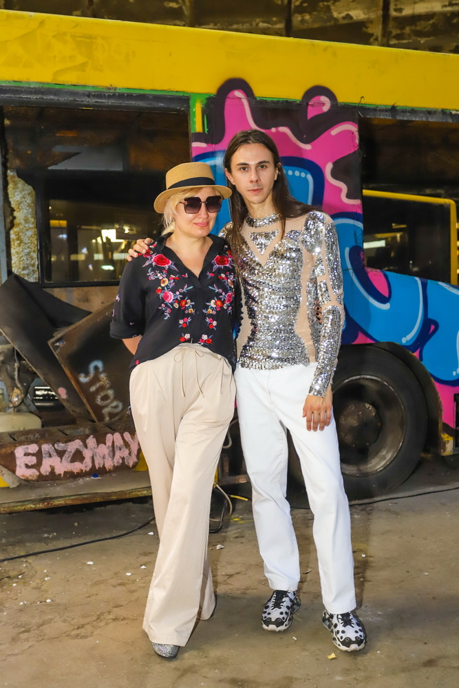 фото Жана Грицфельдта и Лидии Тропман на показа в автопарке #7