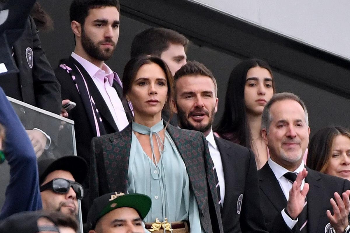Дэвид и Виктория Бекхем на первом футбольном матче