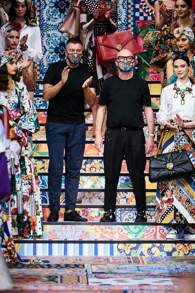 фото Стефано Габбана и Доменико Дольче во время показа коллекции SS2021 на неделе моды в Милане