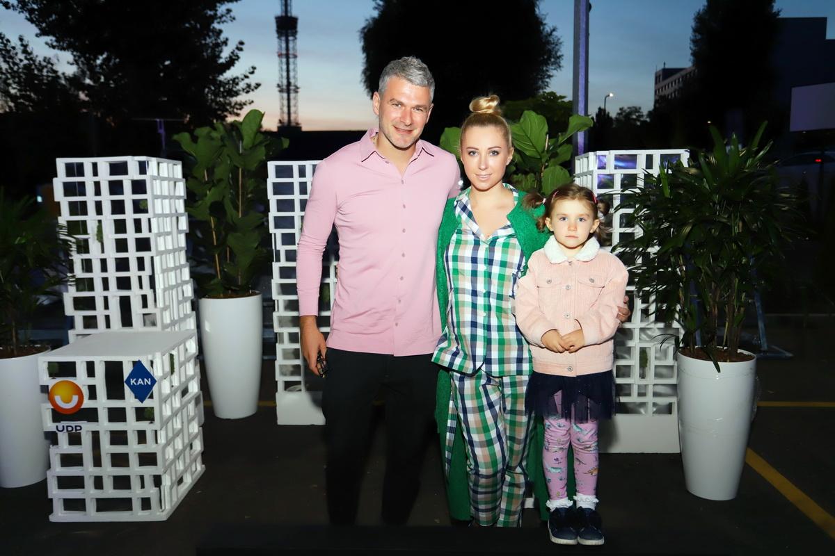 фото Арсен Мирзоян и Тоня Матвиенко с дочкой на вечеринке «Даруємо емоції»