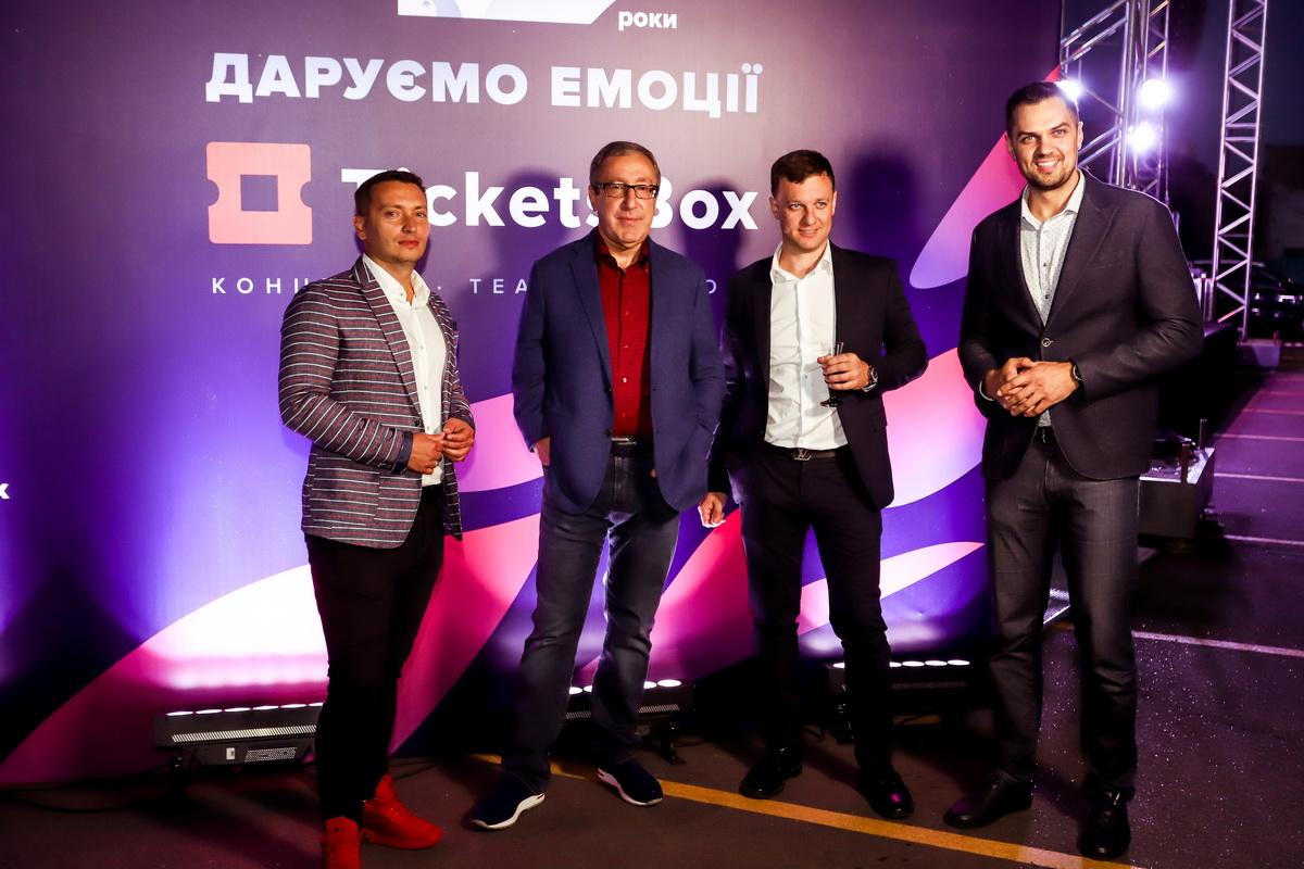 фото Дениса Хохлова, Николай Баграева, Евгения Гусарова и Константина Евтушенко на вечеринке «Даруємо емоції»
