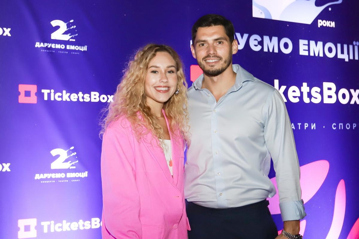 фото Никиты Добрынина с супругой Дашей Квитковой на вечеринке «Даруємо емоції»
