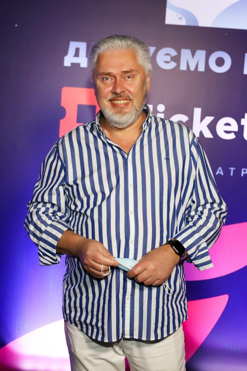 "фото продюсера канала ""М1"" Валентин Коваль на вечеринке «Даруємо емоції» в UNIT Сity"