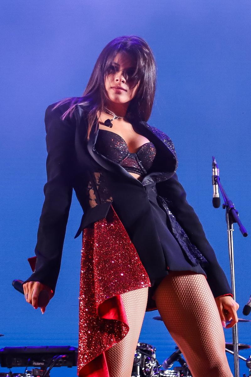 Мишель Андраде фото во время выступления в UNIT Сity на вечеринке «Даруємо емоції»