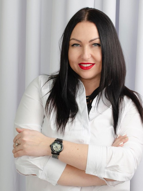 Елена Pravda портрет