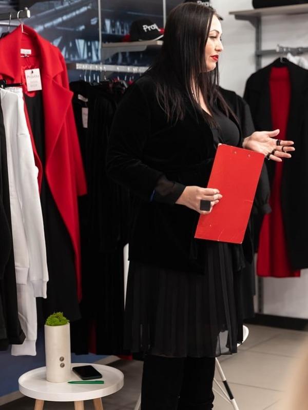 фото Елена Pravda в своем магазине