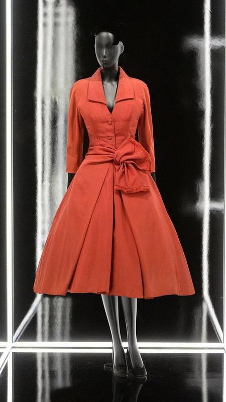 фото платье-пальто коллекция Dior New Look 1947 год