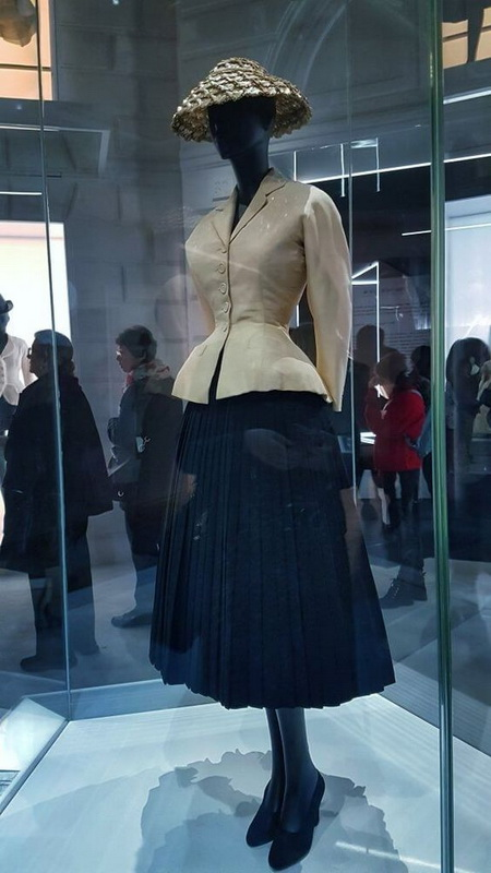 фото Барный костюм коллекция Dior, 1947