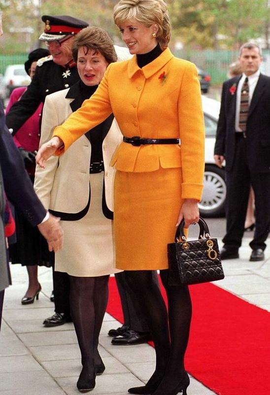 Фото Принцесса Диана с сумочкой Lady Dior