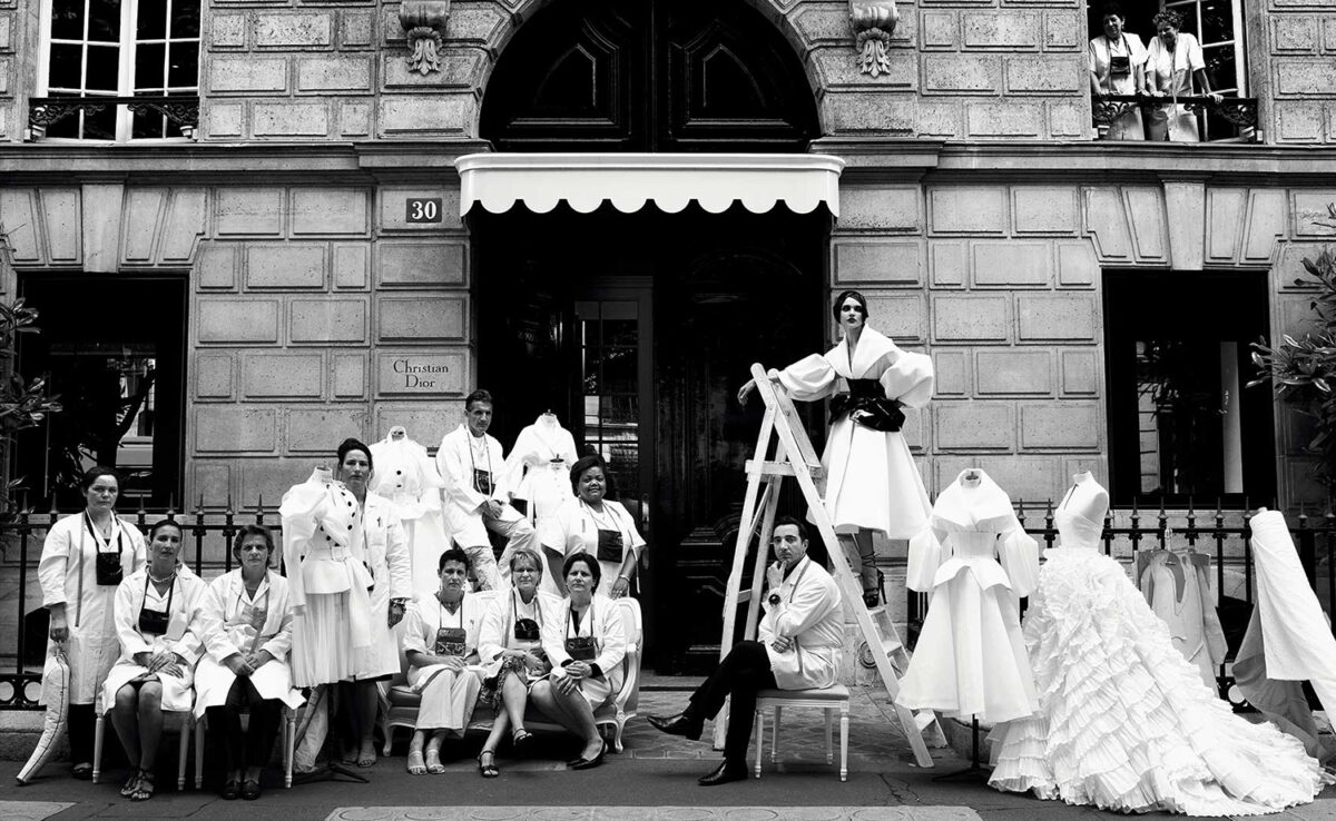 Фото: здания по адресу Авеню Монтень, 30 в Париже где открылся дом моды Christian Dior