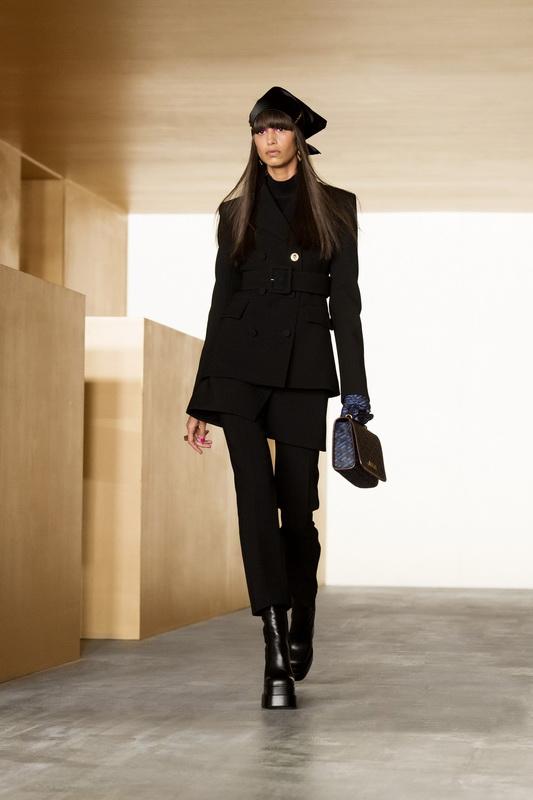 Versace Fall ready-to-wear 2021-2022