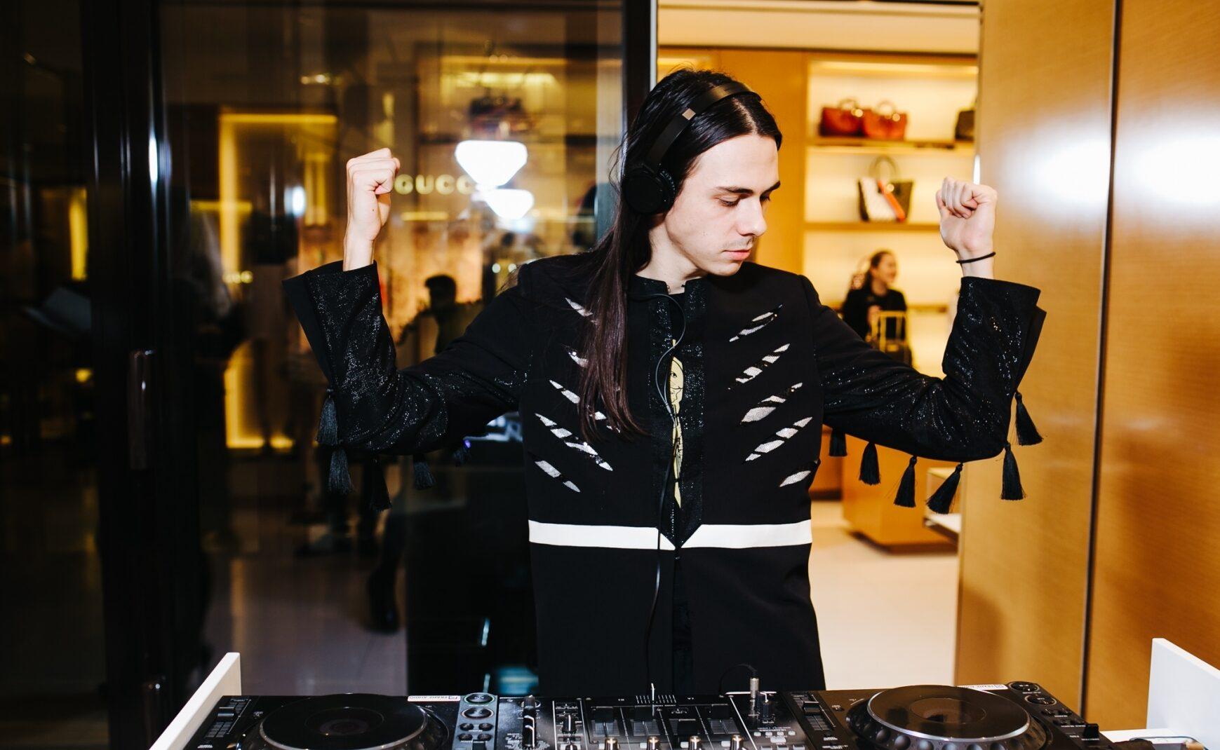 foto Жан Грицфельдт за dj пультом на вечеринке в честь 10-летия Louis Vuitton в Украине