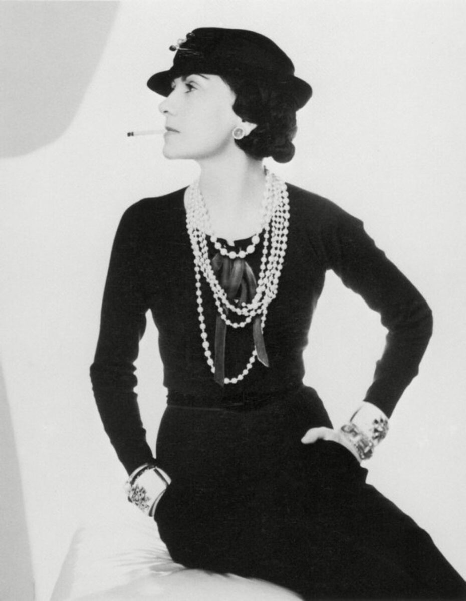 Фото: Коко Шанель в черном платье