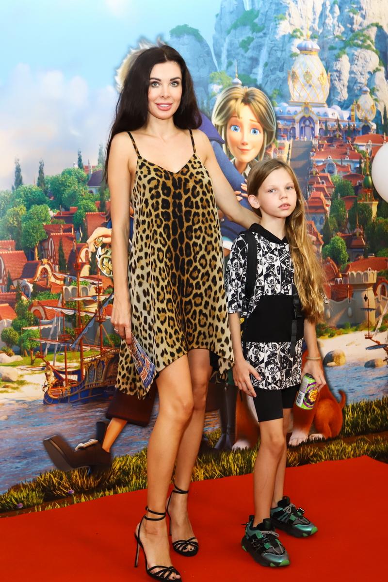 foto Виктория Козлова с дочерью на премьере фильма «Гулливер возвращается»