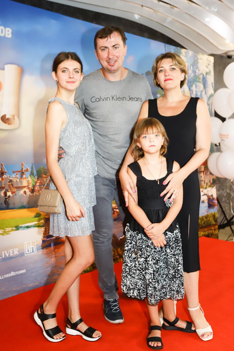 foto Валерий Жидков с семьей на премьере фильма «Гулливер возвращается»
